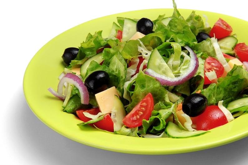 Un piatto di insalata
