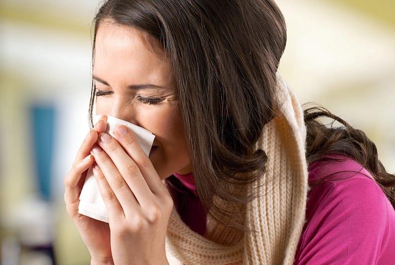 Donna che soffre di una malattia ambientale
