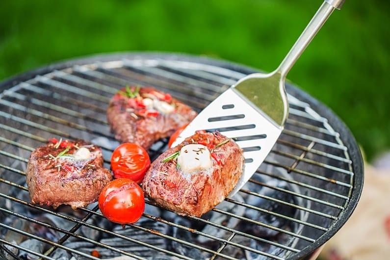 Tumori: Veronesi, più rischi da cattiva alimentazione che da fumo.