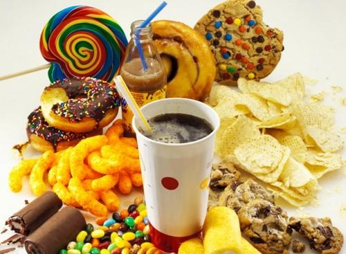 """Alimentazione: il 70% di ciò che mangiamo è """"non-cibo""""."""