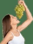 Donna che mangia l'uva