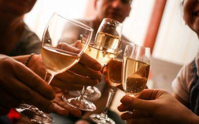 Alcol e circolazione sanguigna: un nuovo studio analizza le quantità benefiche.